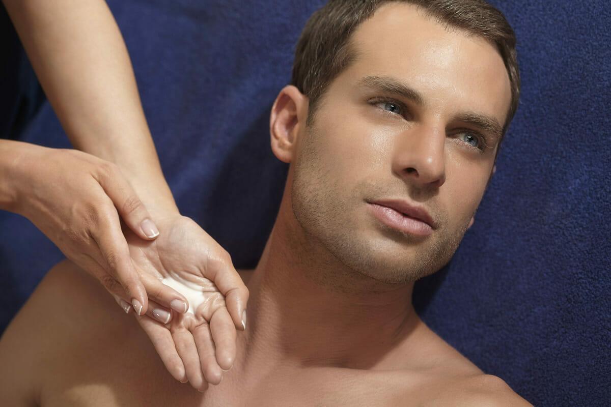 Pionnier soins visage homme